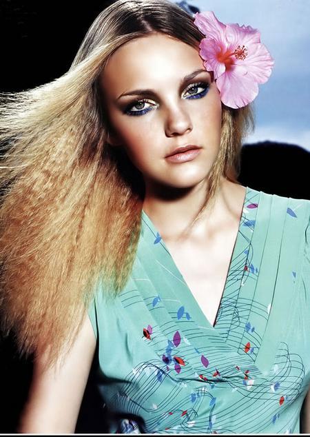 ||发型:[多图]步骤美女-大海边的金发v发型护发-烫发主要风景图片